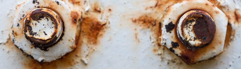 lack of anti rust treatment under screws