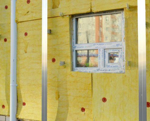 polyurethane foam under glass wool to insulate facade