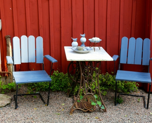 the best exterior paint for wood furniture applied in blue