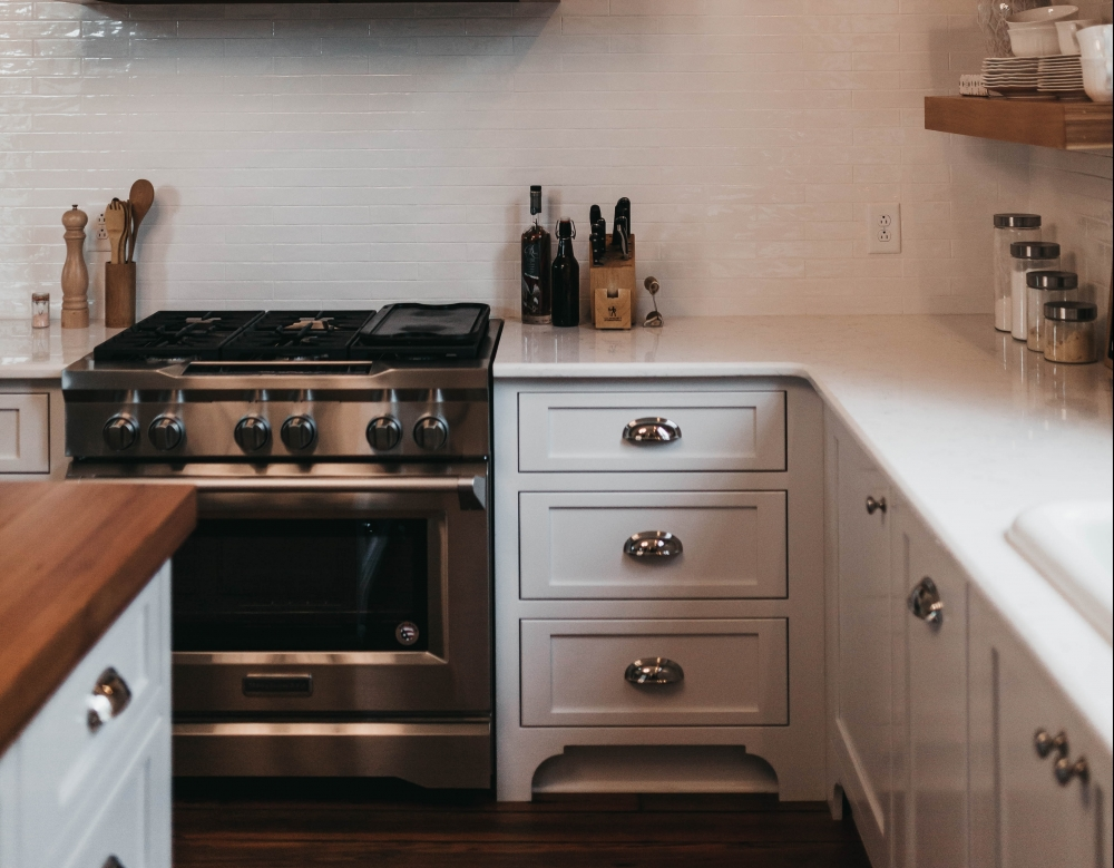 The Best Cupboard Paint for Your Kitchen Cabinets ...